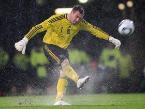 Hull sign McGregor