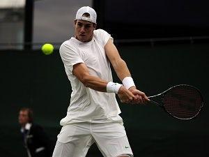 Result: Isner advances at Wimbledon