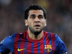 Alves: 'I've been tempting Thiago Silva to Barcelona'