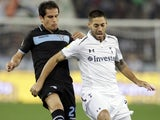 Lazio's Cristian Ledesma and Spurs' Clint Dempsey on November 22, 2012