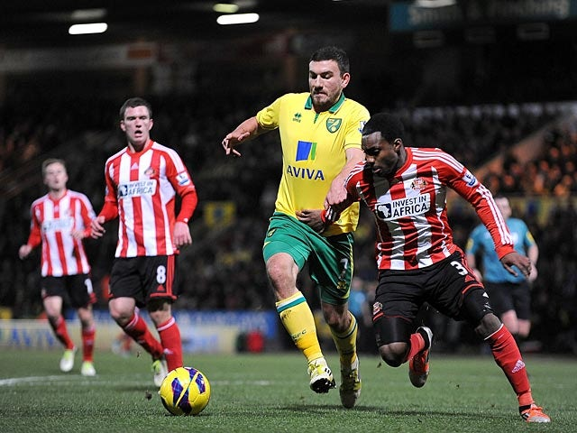 Robert Snodgrass and Danny Rose battle for the ball on December 2, 2012