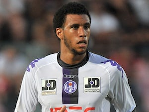 Toulouse midfielder Etienne Capoue during his sides match against Nice on 20 August, 2011