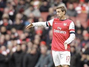 Monreal hopes Arsenal sign Higuain