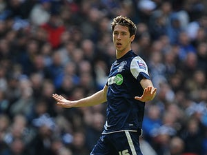 Prosser signs new Southend deal