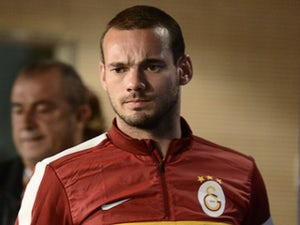 Sneijder completes move to Nice