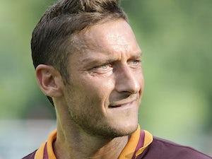 Strootman praises captain Totti