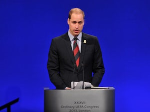 Rooney gives Prince William old boots?
