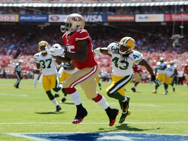 49ers receiver Vernon Davis takes in a catch against Green Bay on September 8, 2013