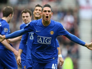 Macheda returns to United with injury