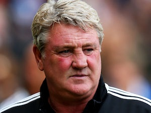 Steve Bruce the Hull manager looks on prior to kickoff during the Barclays Premier League match between Hull City and Aston Villa at KC Stadium on October 5, 2013