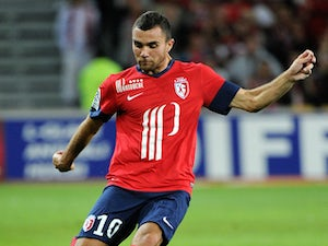 Lille's French midfielder Marvin Martin controls the ball during the French L1 football match Lille vs St Etienne on August 25, 2013