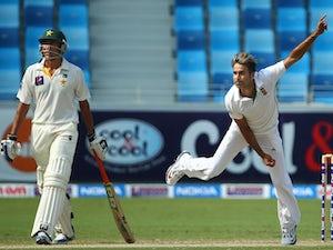 Pakistan struggle to 209
