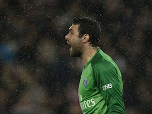 Sirigu extends PSG stay