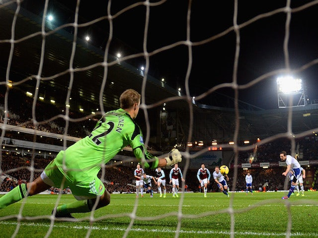 Frank Lampard of Chelsea scores their opening goal past Jussi Jaaskelainen of West Ham from the penalty spot during the Barclays Premier League match on November 23, 2013