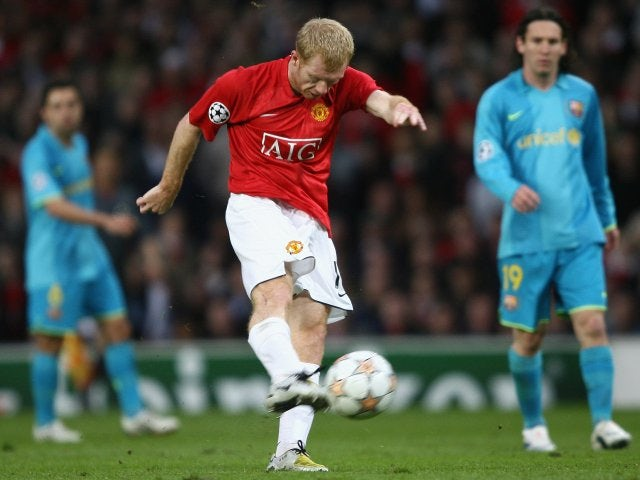 Manchester United's Paul Scholes shoots for goal against Barcelona on April 24, 2008.