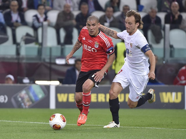 Benfica's Uruguayan defender Maxi Pereira vies with Sevilla's Croatian midfielder Ivan Rakitic during the UEFA Europa league final football match between Benfica and Sevilla on May 14, 2014