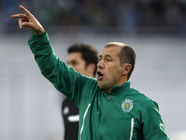 Sporting's coach Leonardo Jardim shouts during the Portuguese league football match Vitoria FC vs Sporting Lisbon at the Bonfim stadium in Setubal on March 9, 2014