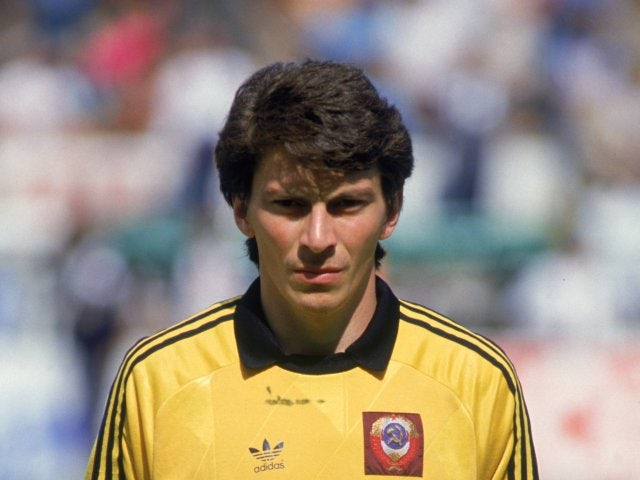 Soviet Union goalkeeper Rinat Dasayev poses for photographs at the World Cup on June 15, 1986.