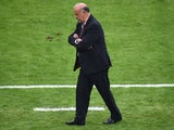 Spain's coach Vicente Del Bosque attends the Group B football match between Spain and Chile in the Maracana Stadium in Rio de Janeiro during the 2014 FIFA World Cup on June 18, 2014