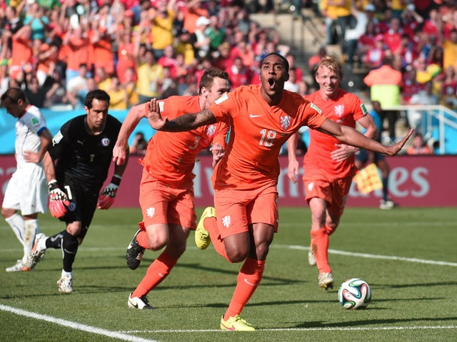 Netherlands' midfielder Leroy Fer celebrates scoring with his teammates during the Group B football match between Netherlands and Chile at the Corinthians Arena in Sao Paulo during the 2014 FIFA World Cup on June 23, 2014