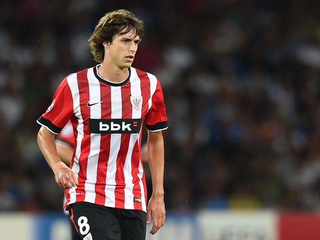 Ander Iturraspe of Athletic Bilbao in action during the first leg of UEFA Champions League qualifying play-offs round match between SSC Napoli and Athletic Club on August 19, 2014