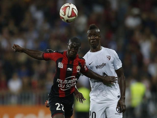 Metz' Malian forward Modibo Maiga (R) vies with Nice's French midfielder Nampalys Mendy during the French L1 football match Nice (OGC Nice) vs Metz (FC Metz) on September 13, 2014