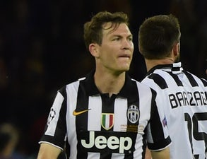 Lichtsteiner 'turns down Besiktas move'