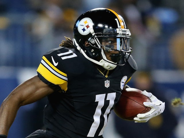 Markus Wheaton #11 of the Pittsburgh Steelers runs the ball against the Tennessee Titans in the first half of the game at LP Field on November 17, 2014
