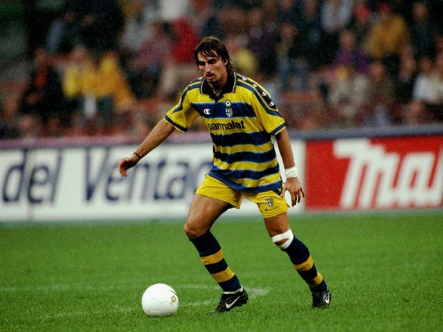 Dino Baggio of Parma on the ball during the Serie A match against Inter Milan at the San Siro in Milan, Italy