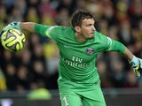 Paris Saint-Germain's goalkeeper Nicolas Douchez throws the ball during the French L1 football match between Nantes and Paris Saint-Germain on May 3, 2015 at the Beaujoire stadium in Nantes, western France.