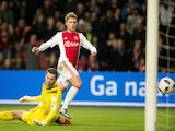 Ajax ' Danish forward Viktor Fischer (L) scores the 4-1 goal past Heerenveen's goalkeeper Erwin Mulder during the Eredivisie football match Ajax vs Heereveen on December 5, 2015 in Amsterdam.