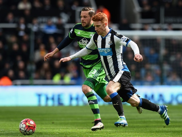 Jack Colback and Gylfi Sigurdsson during the Premier League match between Newcastle United and Swansea City on April 16, 2016