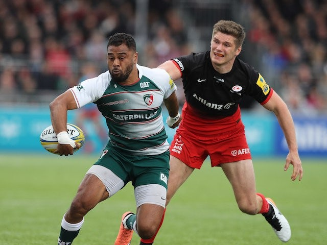 Owen Farrell chases down Telusa Veainu during the Aviva Premiership semi-final between Saracens and Leicester Tigers on May 21, 2016