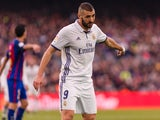 Karim Benzema in action during the La Liga game between Barcelona and Real Madrid on December 3, 2016