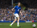 Tom Davies in action during the Premier League game between Everton and Burnley on April 15, 2017