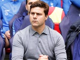 Mauricio Pochettino keeps it casual during the Premier League game between Tottenham Hotspur and Bournemouth on October 14, 2017