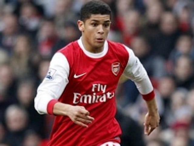 Arsenal's Denilson returns to Brazil on loan