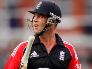 England to monitor Trott fitness