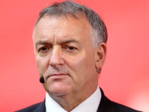 Macari 'concerned' over United's title chances