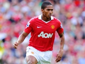 Valencia agrees new United contract