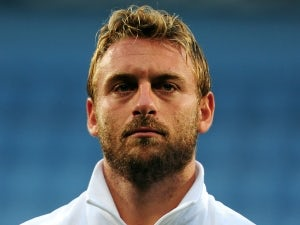 De Rossi: 'I'm staying at Roma'
