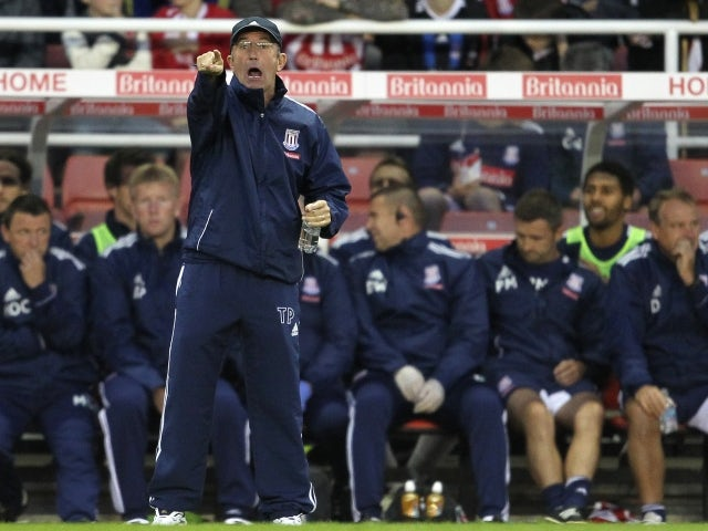 Pulis offers to coach Wales