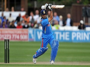 Tendulkar guides India to healthy total