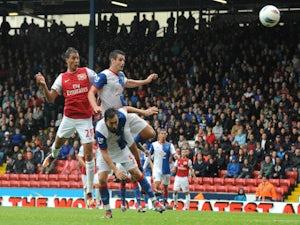 Chamakh wants Arsenal stay