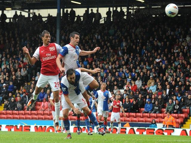 Chamakh to remain at Arsenal