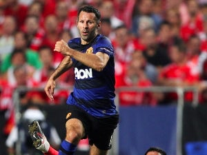 Giggs eyes new Man United deal