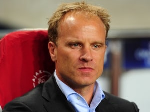 Arsenal to unveil Bergkamp statue