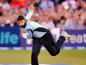 Vaughan urges Panesar selection