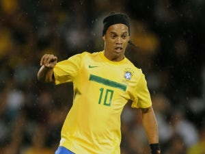 Ronaldinho gets teeth straightened?