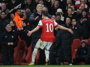 Wenger plays down Van Persie fears
